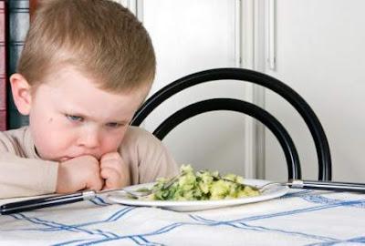 Sajikan dengan porsi sedikit untuk mengatasi anak susah makan