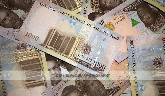 Naira Plunges to N390 per Dollar on Parallel Market