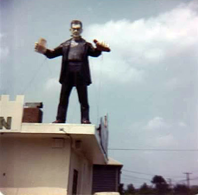 There's the monster in all his glory... right on Forest Ave next to the Moulin Rouge club. What a great neighborhood this was to grow up in!! This was Staten Island... 1976. I was a freshman in Port Richmond high school... awesome!