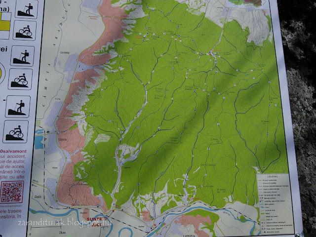 A Zarándi-hegység térképe információs táblán