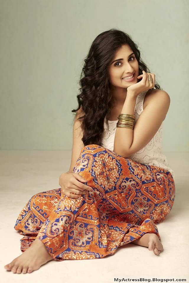 South Indian Actress Shamlee Shamili Hot N Sexy Stunning -7518