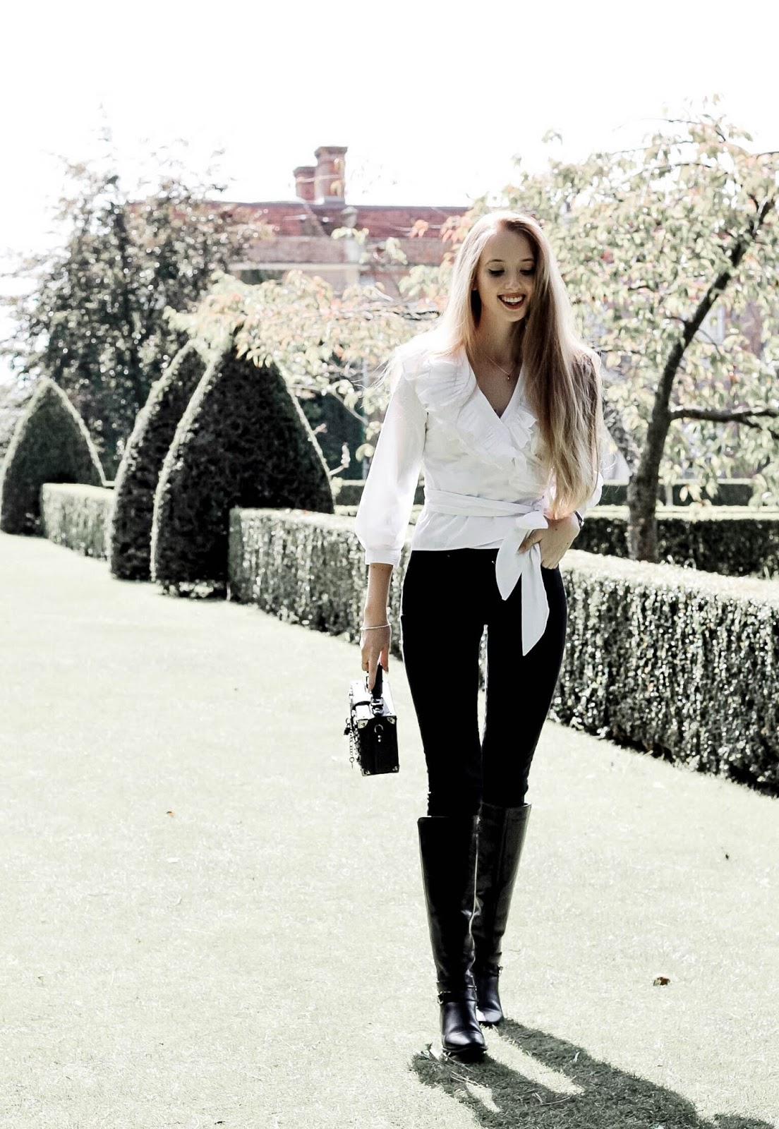Chic Autumn Styling Black Jeans and White Shirt