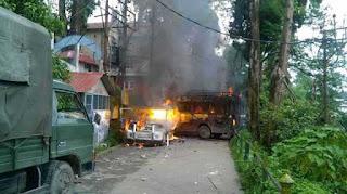 50-policemen-sustain-stone-pelting-injuries-gjm-turns-violent-in-darjeeling