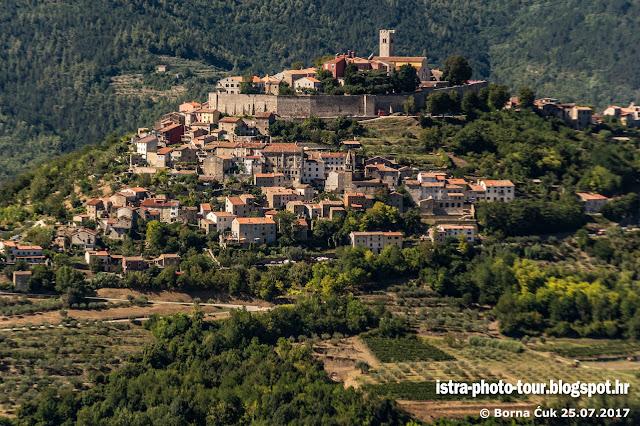 Pogled iz sela Meloni na Motovun