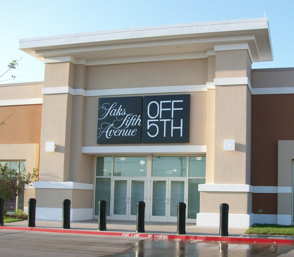 Saks Fifth Avenue Store: New Saks Fifth Avenue OFF 5th At Paragon Outlets In Grand