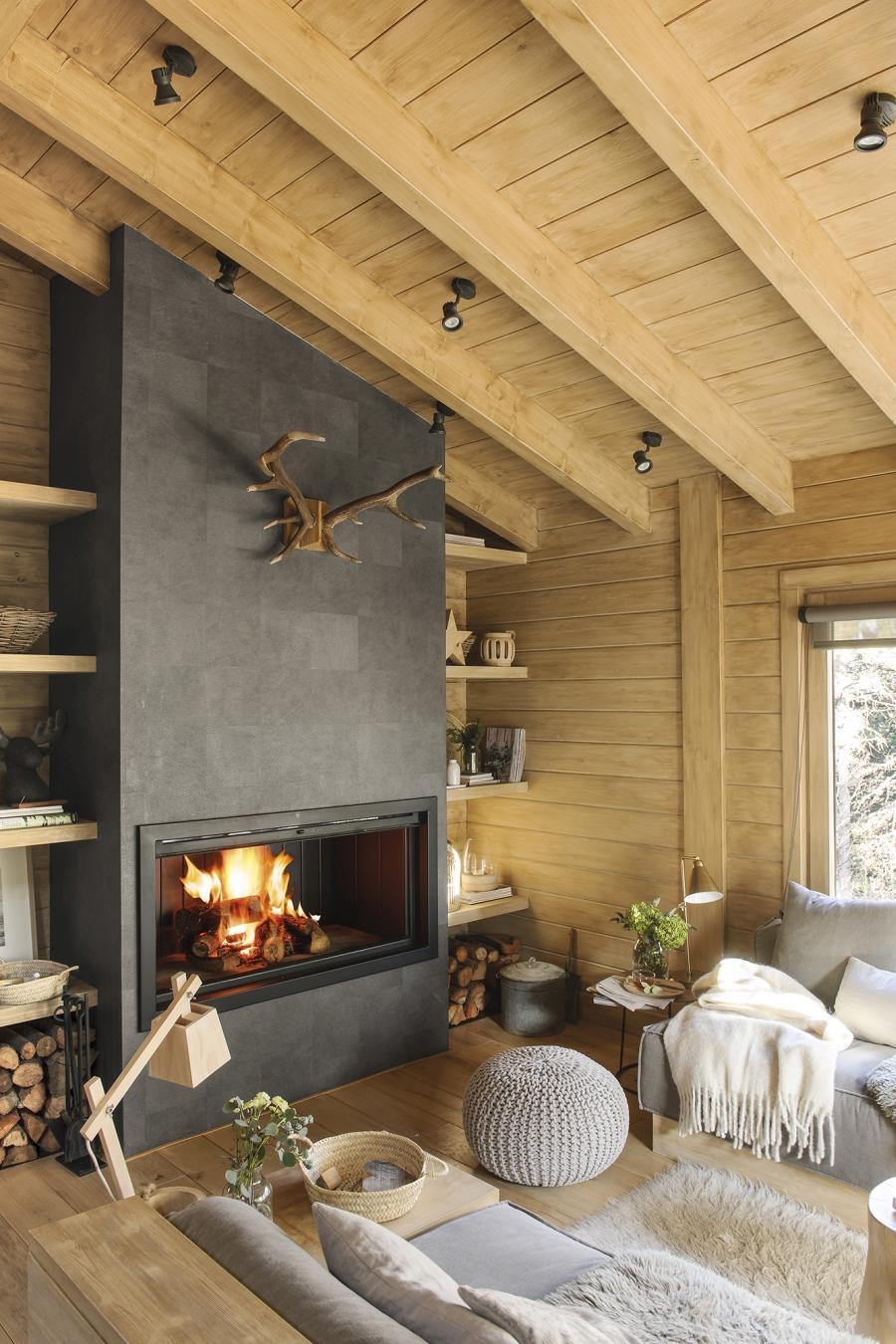 Drewniany domek w środku lasu - wystrój wnętrz, wnętrza, urządzanie mieszkania, dom, home decor, dekoracje, aranżacje, drewniany dom, drewno, eco, ekolodiczny, naturalny, cozy home, styl skandynawski, scandinavian style, otwarta przestrzeń, salon, living room, kuchnia, kitchen, jadalnia, wyspa kuchenna, kominek