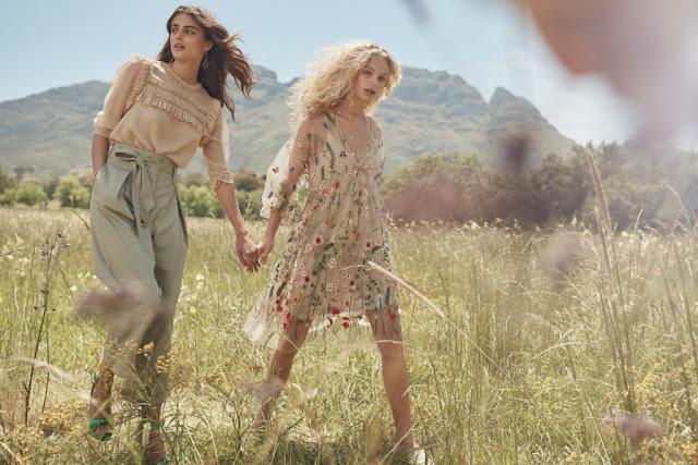 Modne sukienki na lato z sieciówek