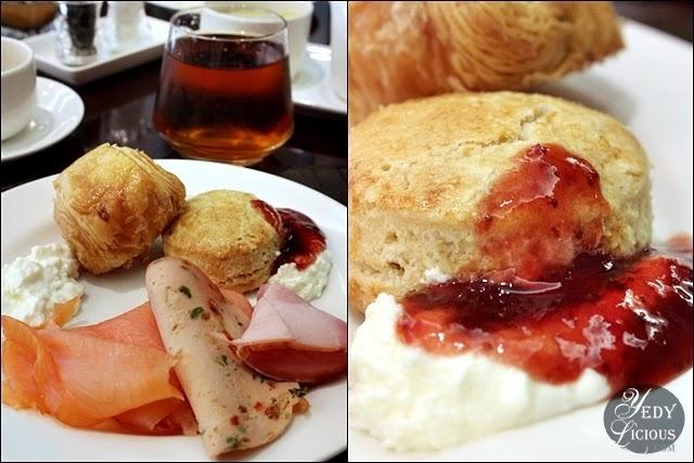 Breakfast at Oakroom Restaurant