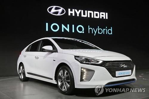 Beijing April 25 Yonhap Hyundai Motor Co And Its Affiliate Kia Motors Corp Rolled Out Their New Electric Hybrid Cars On Monday As They Seek To