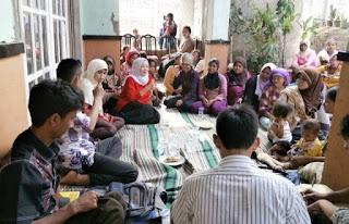 Interaksi sosial dengan masyarakat desa