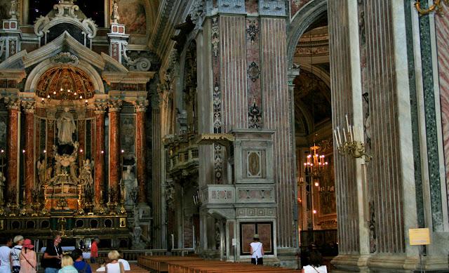 Gesù Nuovo Napoli, turisti, chiesa, monumento,