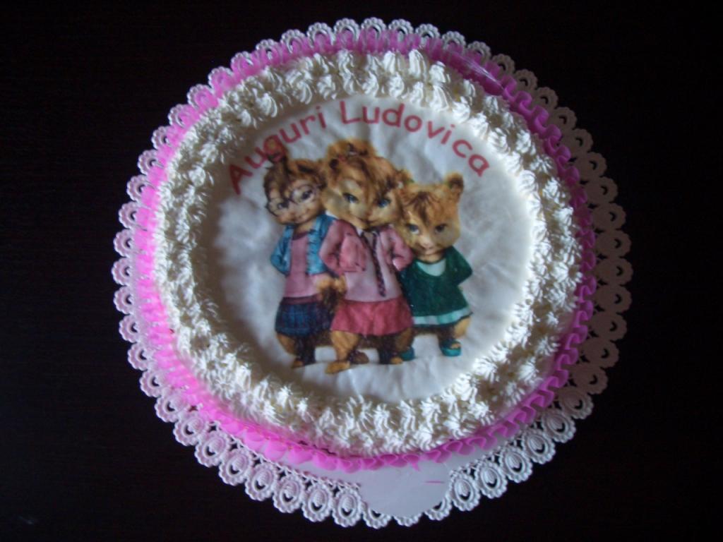 Idee Per Decorare Una Torta apprendista mamma: decorare una torta semplice con la cialda