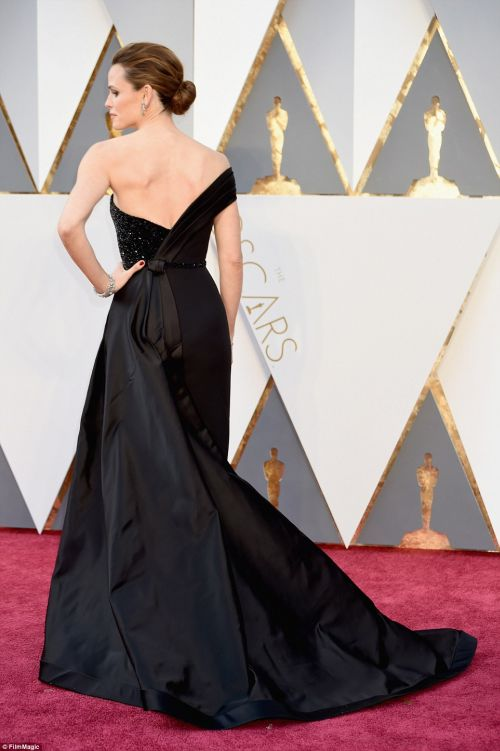 Jennifer Garner from back in a black Atelier Versace gown at the Oscars 2016