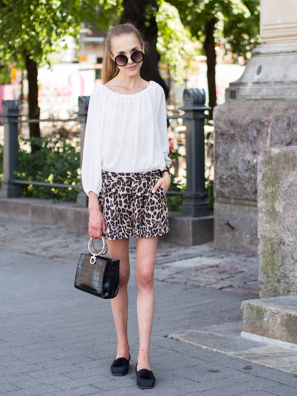 how-to-wear-leopard-shorts
