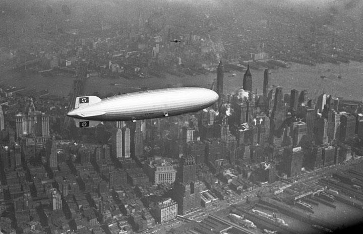 Дирижабль «Гинденбург» над Манхэттеном