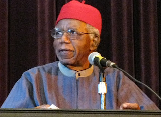 Biography Chinua Achebe