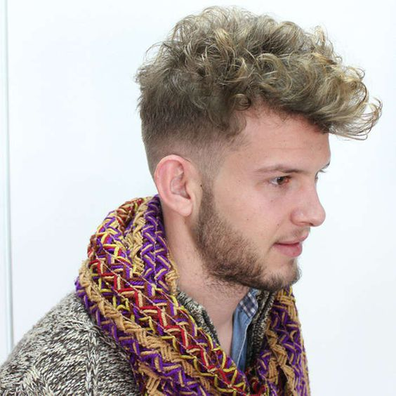 PanduanStyle: Gaya Rambut Ikal Pria Dengan Trend Terbaru
