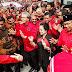 Buk Megawati Disambut Ribuan Kader Sambil Menari Tarian Adat Karo