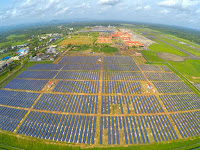 A field of solar panels at Cochin International Airport in southern India (Credit: CIAL) Click to Enlarge.