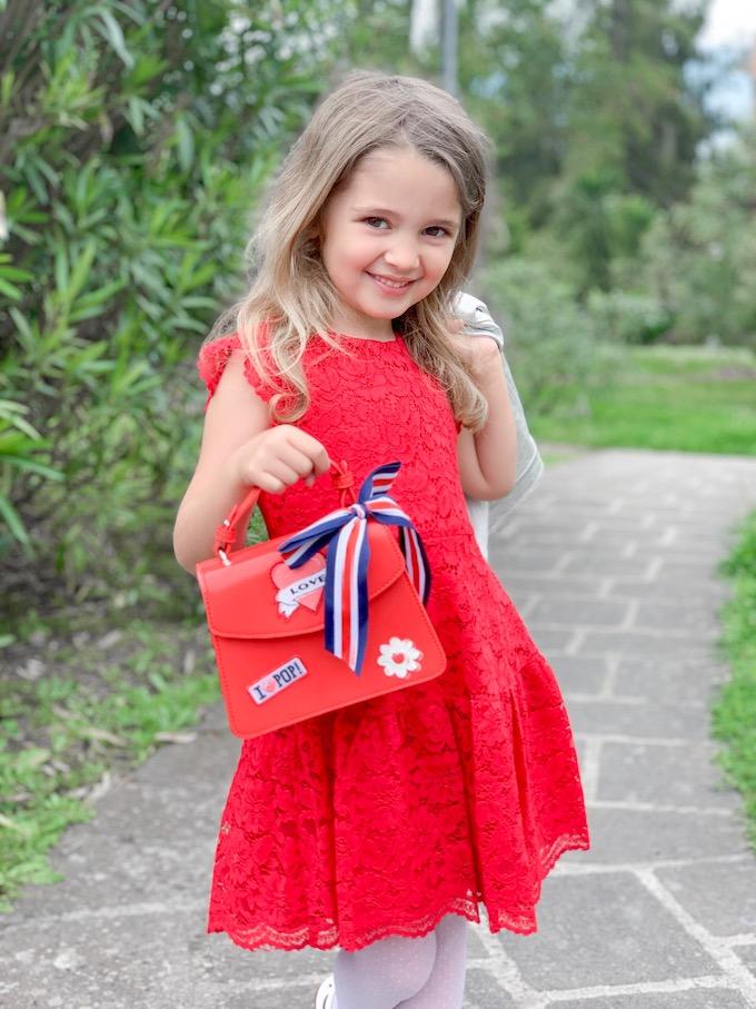 Moda bambina: vestito rosso di pizzo