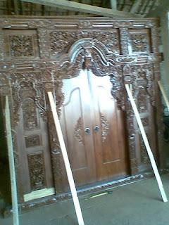 gebyok pintu utama