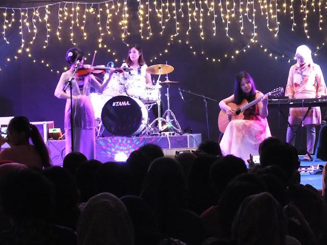 konser seni musik Sekolah Musik Indonesia di ballroom Hotel Kyriad Grand Master Purwodadi, Rabu (20/ 12) malam.