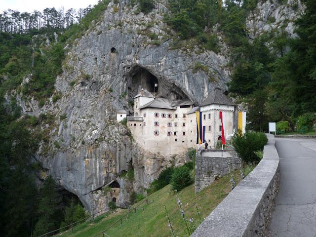 Foto del Castillo de Predjama. Ruta en autocaravana por Eslovenia. caravaneros