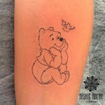 Tatuagem traço fino ursinho pooh