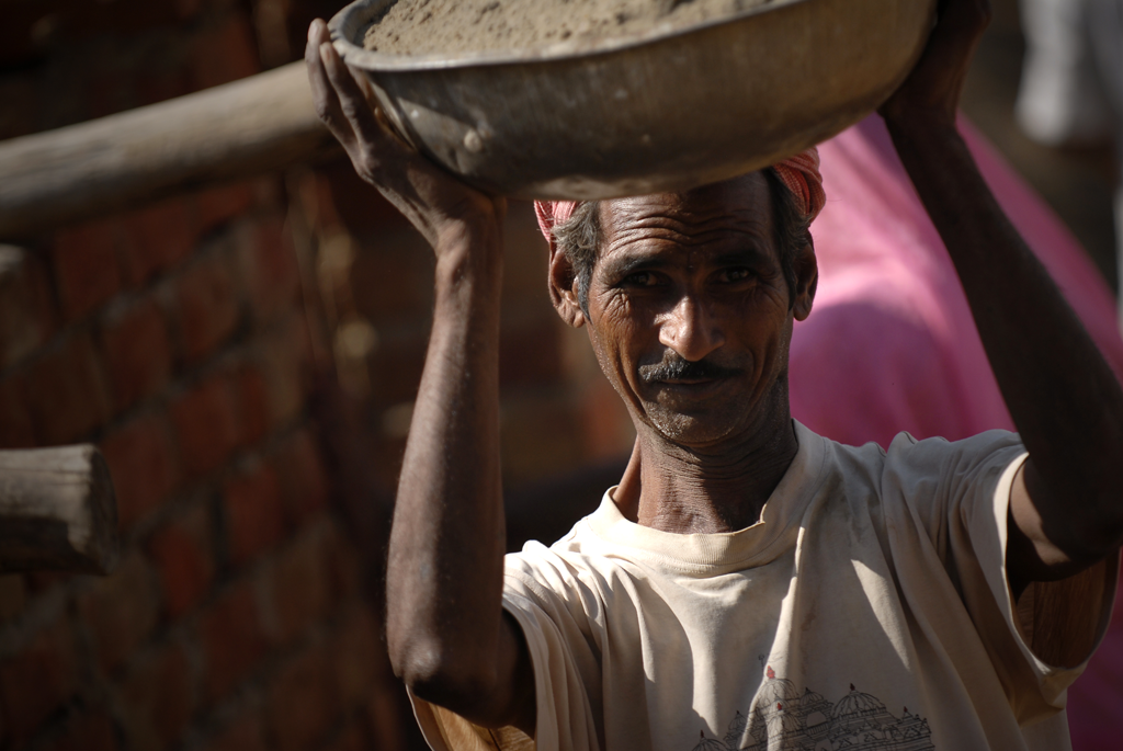 Photo of a worker in Pushkar, India.