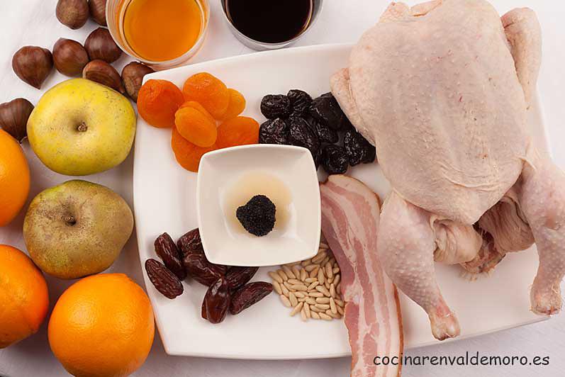 Ingredientes: pavo, frutos secos, manzanas, bacon, piñones, ...