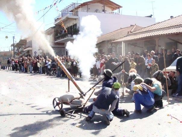 Καθαρά Δευτέρα στην Ελλάδα: Από του Κουτρούλη το Γάμο μέχρι τα αλευρομουτζουρώματα στο Λυγουρίο