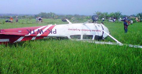 Hari Ini Ada Pesawat Jatuh Dalam Kondisi Terbalik Di Cirebon