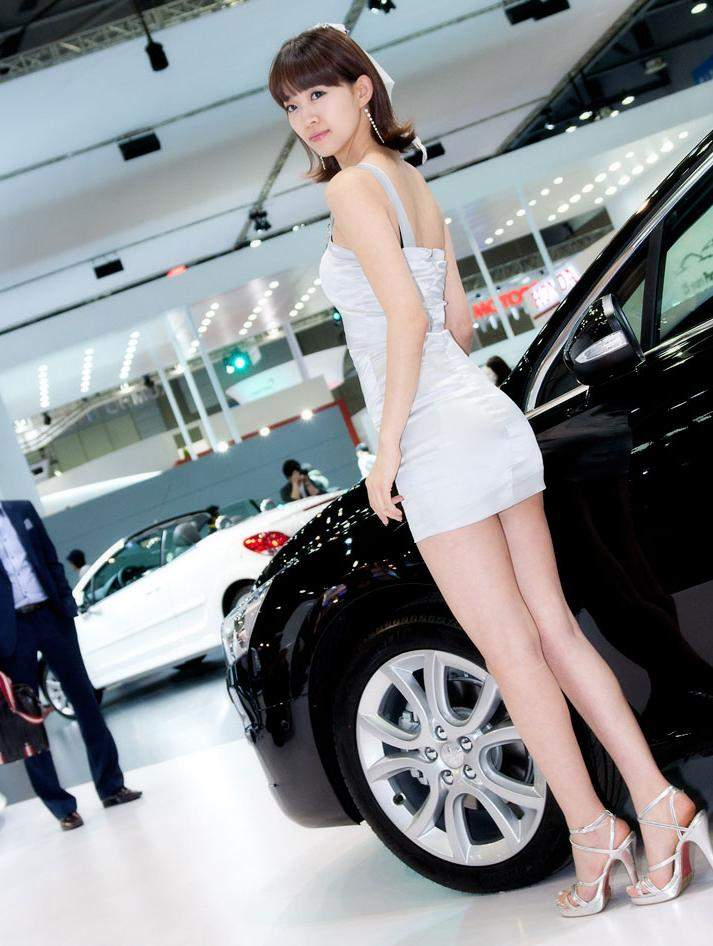 Car Shows Take Place All Over The World Asian Racing Girls