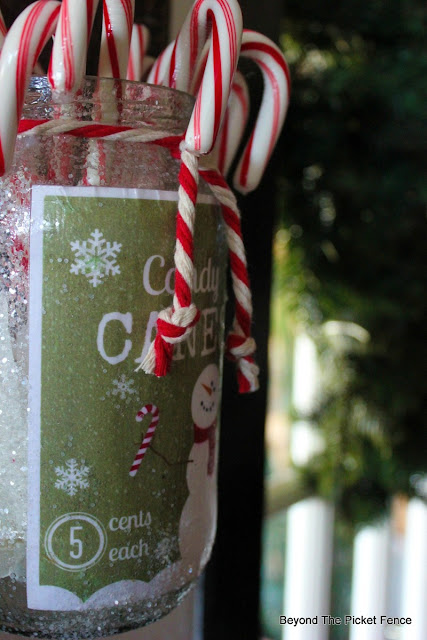 candy canes, free printable, Christmas decor, mason jar,  Christmas gift idea. candy cane jar, https://goo.gl/7NTkZ1