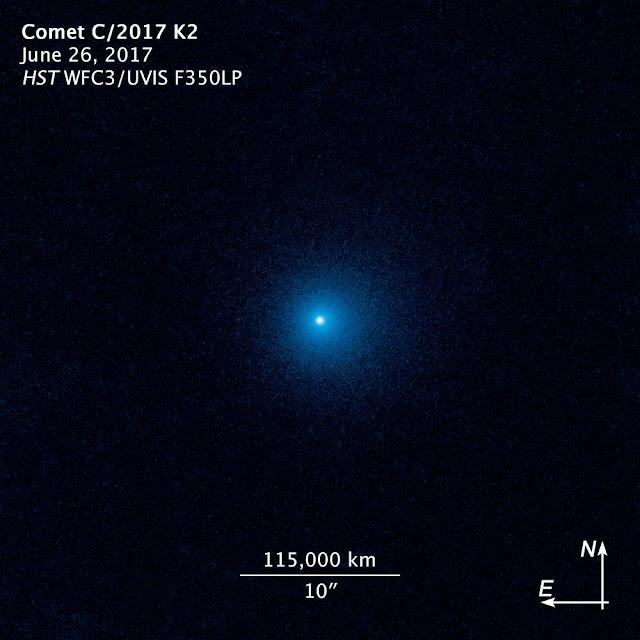 Sao chổi C/2017 K2 được chụp bởi Kính Viễn vọng Không gian Hubble vào ngày 26 tháng 6 vừa qua. Lúc này sao chổi nằm cách chúng ta 2,4 tỷ cây số. Hình ảnh: NASA, ESA, D. Jewitt (UCLA).
