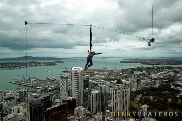 SkyJump desde la SkyTower de Auckland
