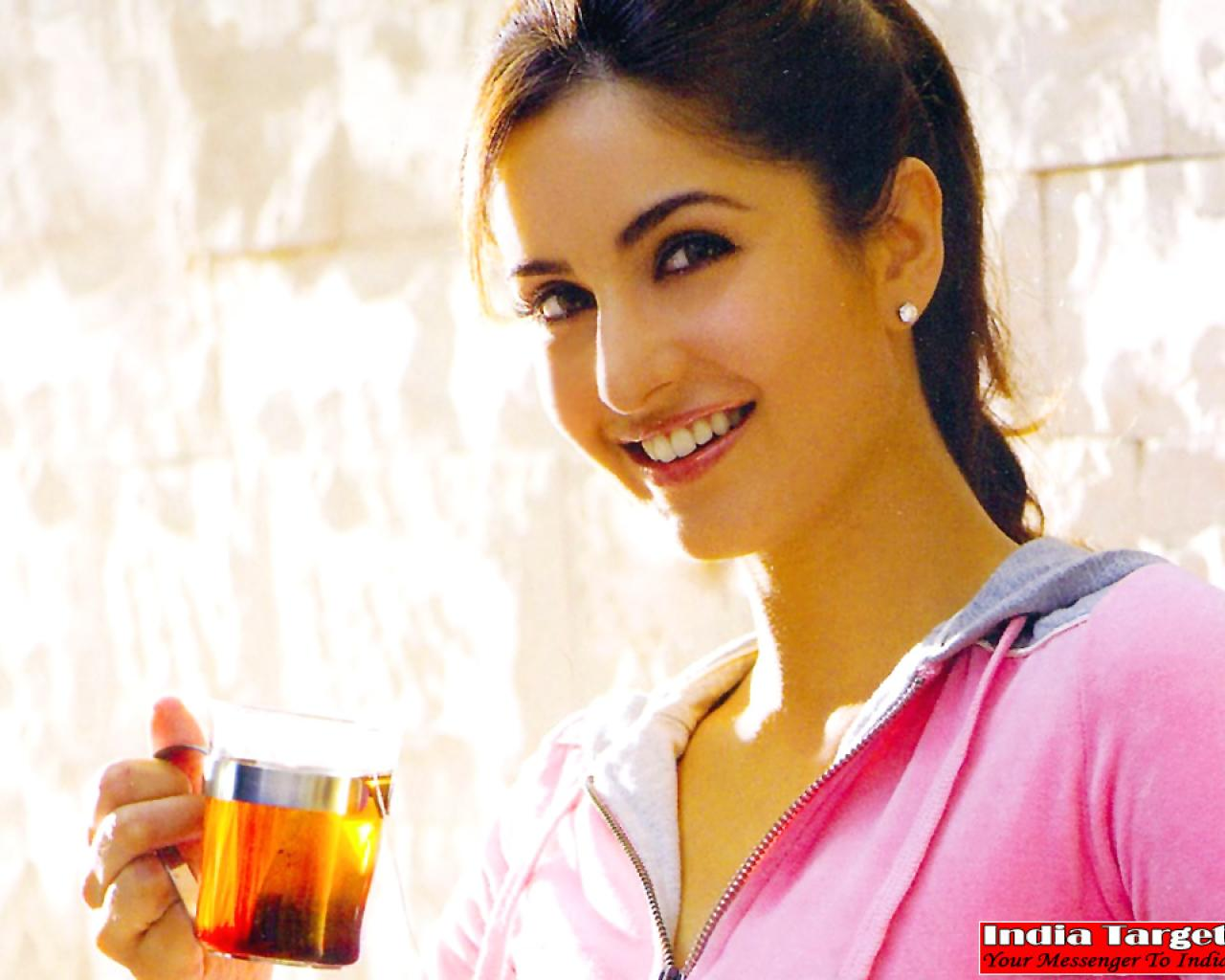 Top Hd Bollywood Wallapers Katrina Kaif Cute Wallpaper-3379