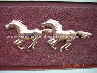 Relief Kuda Tembaga
