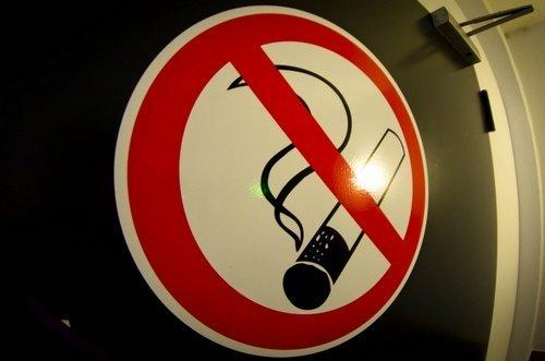 Memang agak gila ketika pada bungkus rokok terdapat goresan pena berupa  Inilah 37 Tips Ampuh Berhenti Merokok Selamanya