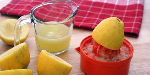Tambahkan lemon juice agar rasa jus lebih enak