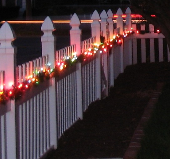 Christmas Decorating Garland Fence Ideas Christmas Decorating