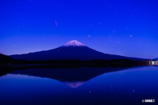 ブルーアワーのオリオン座と富士山~田貫湖