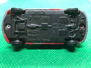 マツダ RX-8 のおんぼろミニカーを底面から撮影