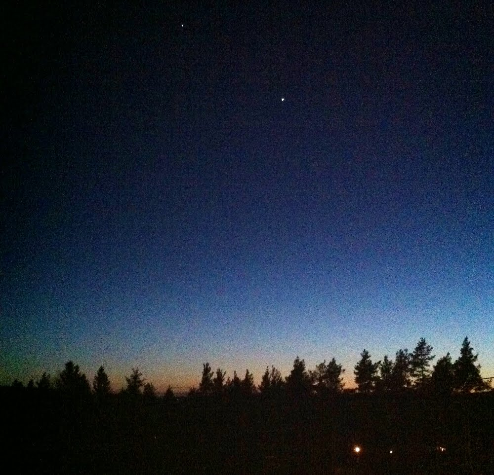PlanetBye: Venus, The Moon and Jupiter - triple conjunction time