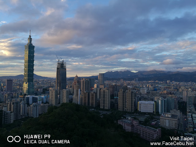 Sunset is almost there.... Taipei 101 is waiting!