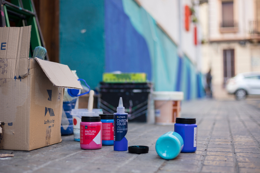 Distrito 008 convierte los comercios de Extramurs en una galería urbana