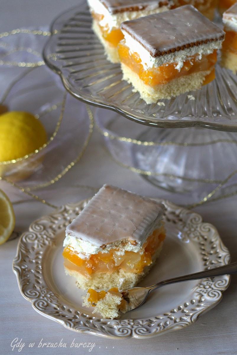 Cytrynek ciasto biszkoptowe z brzoskwiniami