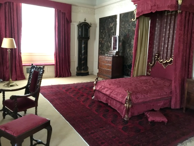 bedroom-in-luxurious-red-velvets-St-Fagans-Castle