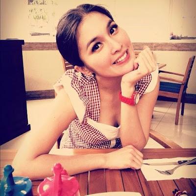 Toket Sandra Dewi Keliatan