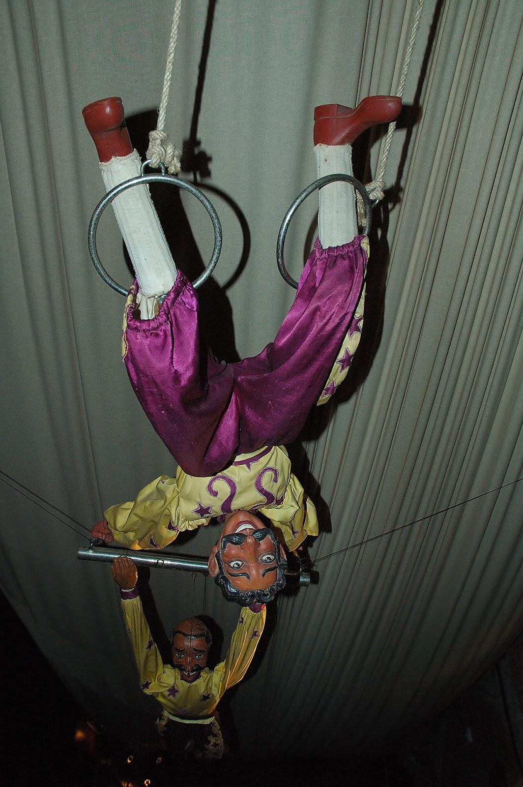 Classic Marionettes at Tibidabo: Trapezist